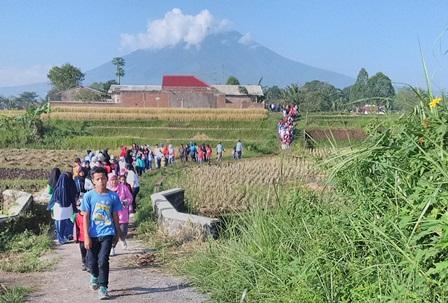 Jalan Sehat Penduduk Sukajaya.