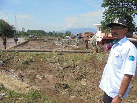 Bantaran Sungai Cimanuk Menjadi Porak-poranda.
