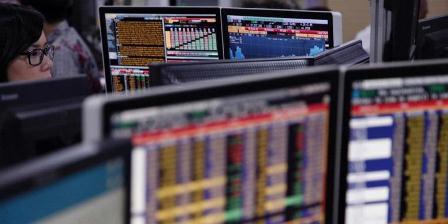 Ilustrasi: Aktivitas perdagangan saham (PRIYOMBODO).