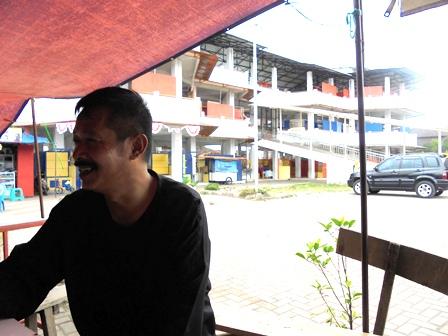 Memantau Gedung PKL di Jalan Guntur.