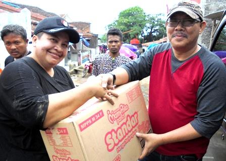 Seorang Pejabat DKI Jakarta Berikan Sejumlah Bantuan.