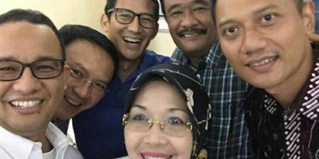 Tiga pasang calon gubernur dan wakil gubernur DKI JAkarta berswafoto bersama di tengah pemeriksaan kesehatan di RSAL Mintohardjo, Jakarta, Sabtu (24/9/2016). Foto: Instagram @aniesbaswedan (Krisiandi).