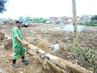 Kabid Pemeliharaan pada Dinas Bina Marga Garut, Efendi Juga Mendata Lokasi Terdampak Banjir Bandang.