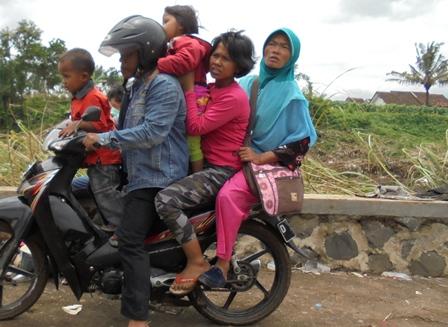 Membawa Keluarga Korban Terdampak Amuk Sungai Cimanuk.
