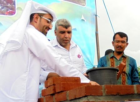 Wabup Helmi Budiman Bersama Syeh Khalid Letakan batu Pertama Pembangunan 20 Rumah Tapak.