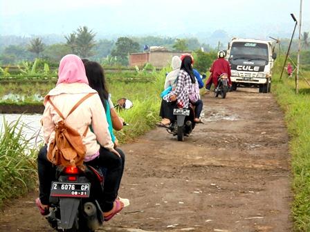 Kondisi Jalan Desa Banyak Alami Kerusakan.