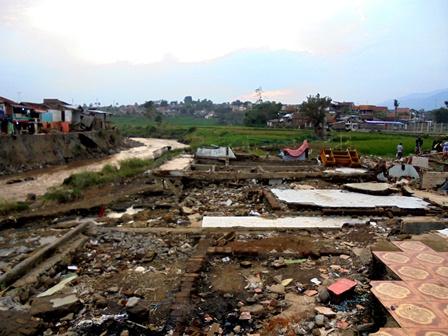 Pemukiman Penduduk Menjadi Rata Dengan Tanah.