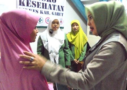 Ny. Rudy Gunawan Janjikan Segera Pertemukan Dengan Psikolog, Juga Mengupayakan Bantuan Biaya Pendidikan Fajar.