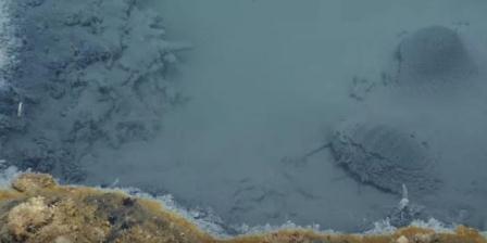 Pemandangan danau dalam lautan di dasar Teluk Meksiko. (EVnautilus/Youtube).