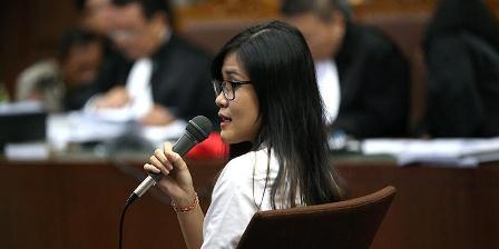 Terdakwa Jessica Kumala Wongso menjalani sidang dengan agenda pemeriksaan terdakwa di Pengadilan Negeri Jakarta Pusat, Rabu (28/9/2016). Ia menjadi terdakwa terkait dugaan kasus pembunuhan Wayan Mirna Salihin. ( KOMPAS.com / KRISTIANTO PURNOMO).