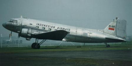 Replika Indonesian Airways, Dakota Seulawah. (Kompas/Arbain Rambey).