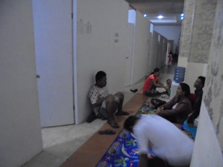 Pengungsi di Balai Inten Paminton.