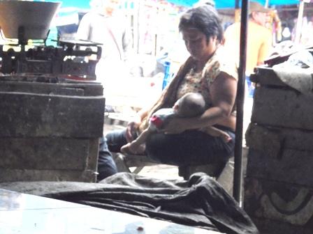 Ilustrasi. Kunjungilah Pedagang Kecil di Pasar Tradisional, Sangat Timpangnya Kesenjangan Ekonomi Masyarakat.