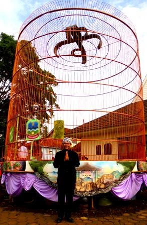 Camat Selaawi, Bersama Sangkar Burung Terbesar di Dunia.