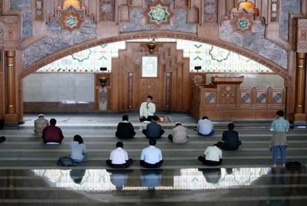 Pengajian di Masjid Pusdai, Bandung. (Republika/Edi Yusuf ).