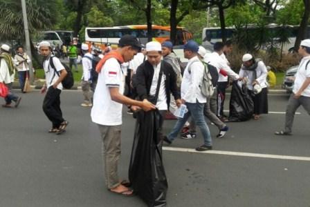 Siswa SMA Muhammadiyah 1 Karanganyar, Solo berpartisipasi di Aksi Bela Islam III.