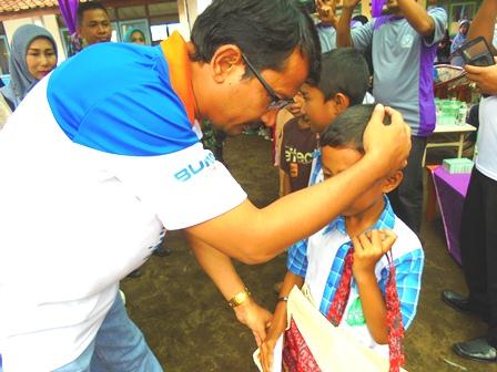 """Wakil Bupati dr H. Helmi Budiman Sangat Terharu """"Menyampaikan"""" Santunan Kepada Anak Yatim."""