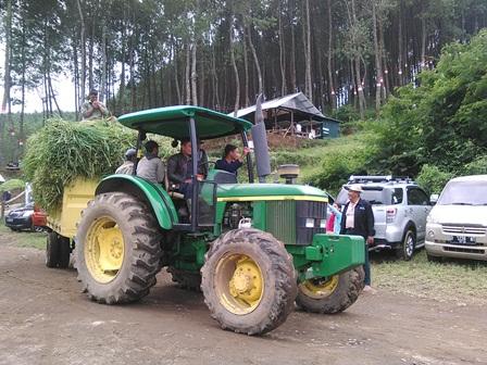 Proses Pengangkutan Rumput Untuk Pakan Domba Garut Pada Peternakan/Budidaya Plasmanuftah Tersebut.