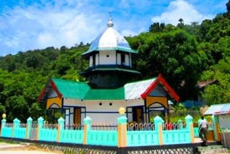 Masjid Patimburak di Fakfak, Papua Barat, menandai hadirnya Islam di tanah Papua sejak tahun 1700 lampau.(blogspot.com).