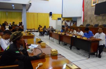 Perwakilan Hisgar Diterima Komisi A dan D DPRD Juga Dihadiri Kepala Bakesbangpol.
