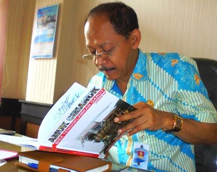 Ilustrasi. Buku Amuk Cimanuk Bisa Tenggelamkan Garut, Produk Reportase Garut News.
