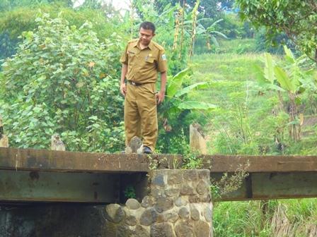 Jujun Juansyah Nurhakim Akui Kondisi Jembatan Ampel Kian Memprihatinkan.
