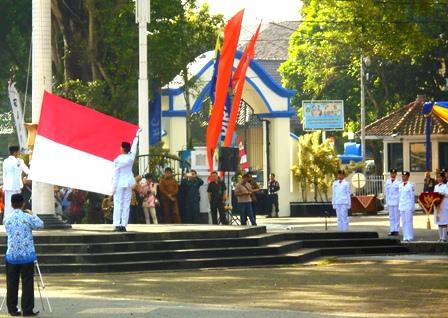 Upacara Bendera Padsa Puncak hari Jadi ke-204 Kabupaten Garut 2017.