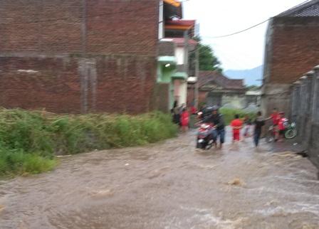 Lintasan Jalan Kelurahan Sukajaya.