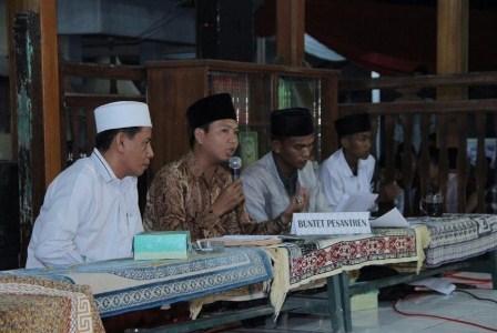 Bahtsul Masail di Buntet Pesantren, Cirebon, Jawa Barat, Kamis (13/4) malam. (Dokumentasi Buntet Pesantren, Cirebon).