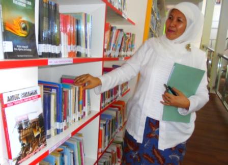 Kepala Dinas Perpustakaan dan Kearsipan kabupaten setempat, Dra Lisnawati, M.Si