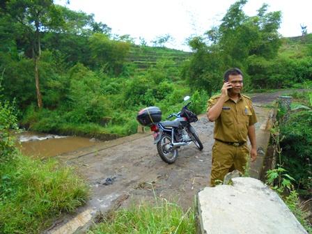 Jujun Juansyah Nurhakim, ST, MT di Jembatan Ampel.