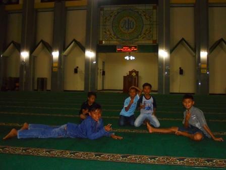 Ngabuburit di Masjid Agung Garut.