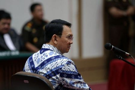 Terdakwa kasus dugaan penodaan agama, Basuki Tjahaja Purnama atau Ahok mengikuti sidang pembacaan putusan di Pengadilan Negeri Jakarta Utara di Auditorium Kementerian Pertanian, Jakarta Selatan, Selasa (9/5/2017). Majelis hakim menjatuhkan hukuman pidana 2 tahun penjara. Basuki Tjahaja Purnama dan kuasa hukumnya menyatakan banding. (POOL / KOMPAS.com / KRISTIANTO PURNOMO).
