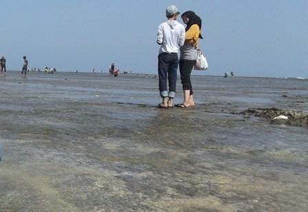 Ilustrasi, Kencan Di Pantai Santolo, Bingung Balik.