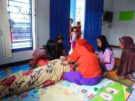 Rosa (19) pengungsi amuk Sungai Cimanuk Garut, Jawa Barat, Selasa (04/04-2017), sekitar pukul 13.00 meninggal dunia setelah empat hari melahirkan anak pertama di RSU dr Slamet. Korban meninggal diperkirakan mengalami kelelahan setelah melahirkan anak pertamanya perempuan, yang juga diprediksikan lahir prematur pada usia kandungan sekitar tujuh bulan.