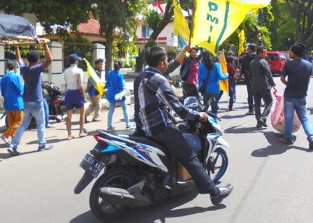 Demo Hari Pendidikan Nasional di Garut, Selasa (02/05-2017).