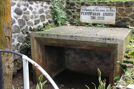 Salah-satu Situs Sejarah Terdapat di Situ Bagendit. (Foto : John Doddy Hidayat).