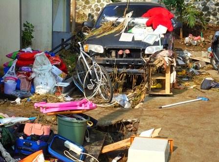 Porak-poranda Diterjang Banjir Tarogong.