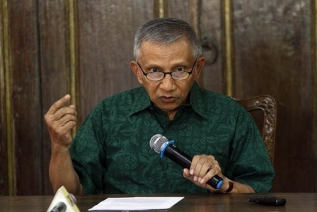 Mantan Ketua Umum Partai Amanat Nasional (PAN), Amien Rais memberikan pernyataan sikap kepada wartawan di kediamannya, Sleman, Kamis (3/9). (Antara/Regina Safri).
