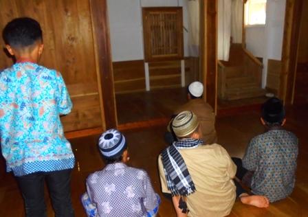 Masjid Sederhana, Namun Memesona.