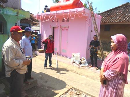 Sekretaris Pengurus PMI Jabar Advokasi Masyarakat Kampung Jolok Tentang Manfaat PHBS.