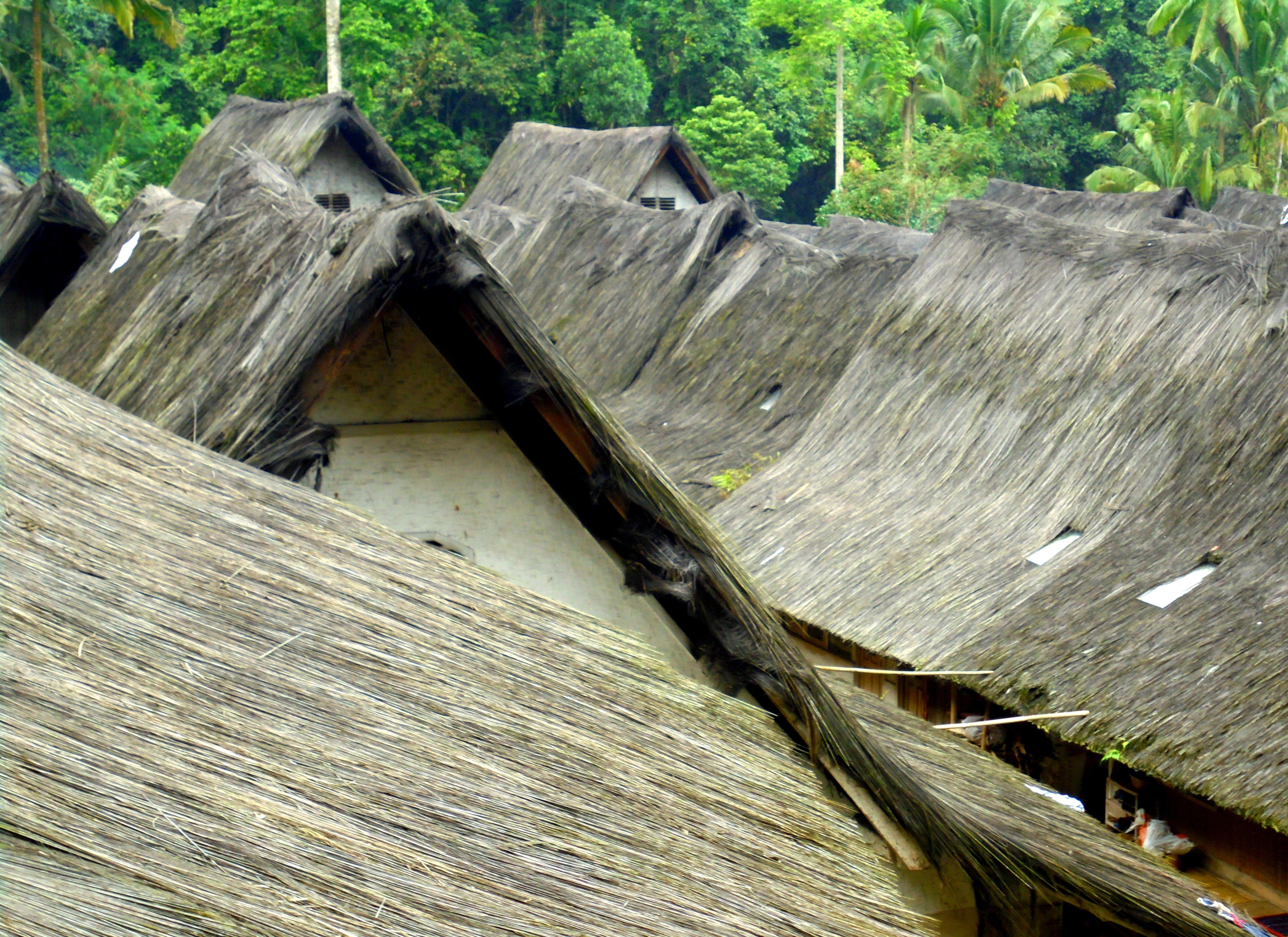 Mengintip Tayangan Televisi Hitam Putih Di Kampung Naga Garut News