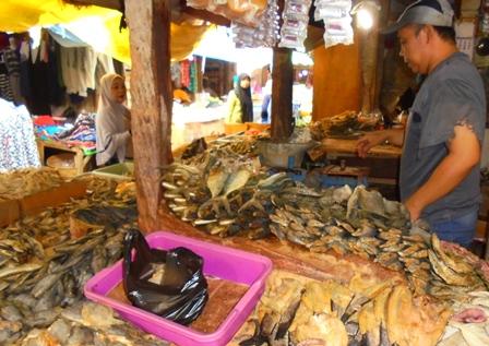 Pedagang Khusus Mata Dagangan Asin di Pasar Tradisional Kadungora.