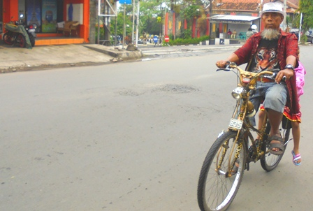 Nyaman Bersepeda Menembus Ujung Senja.