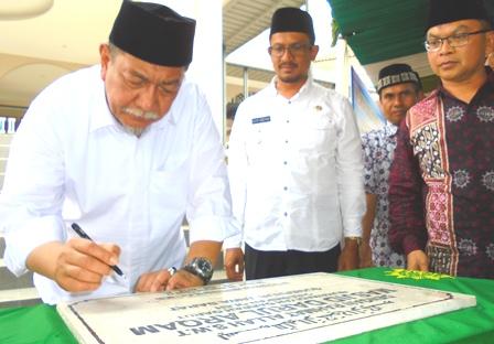 Wakil Gubernur jabar, Antara Lain Didampingi Wakil Bupati Garut dr H. Helmi Budiman Resmikan Masjid Darul Arqam, Rabu (19/07-2017).