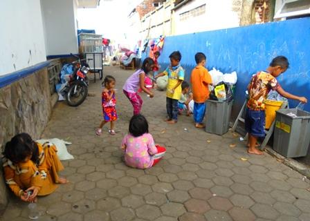 Anak-anak Pengungsi di Huntara LPSE.