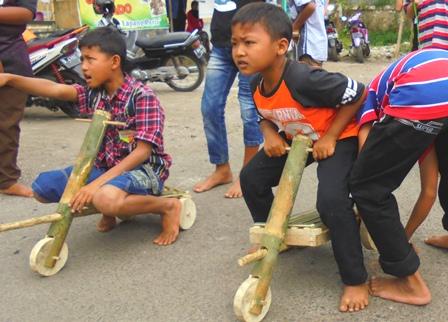 Balap Mobil Pada Gelar Budaya di Wilayah Pasca Bencana.